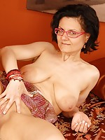 mature lady likes young dick